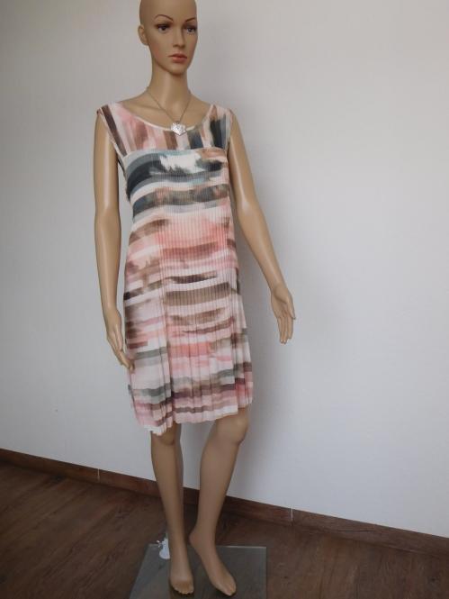 Plissiertes Kleid in Pastellfarben