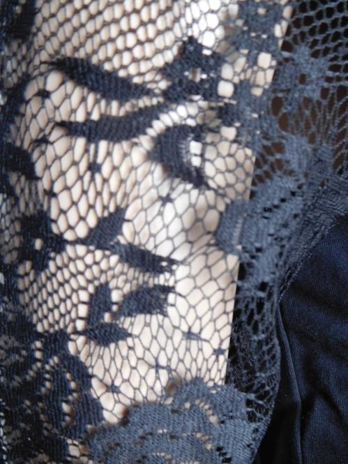 MM Shirt in Lederoptik und Spitzenärmel