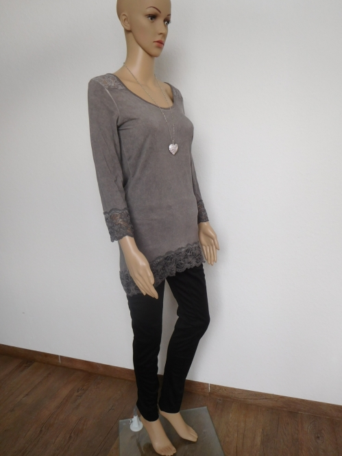 Long Shirt mit Spitzeneinsatz in Taupe
